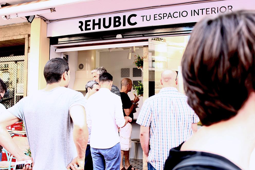 inauguración Rehubic espacio interior mercado ruzafa marca identidad corporativa reforma interiorismo evento domótica realidad virtual catálogo diseño editorial diseño gráfico